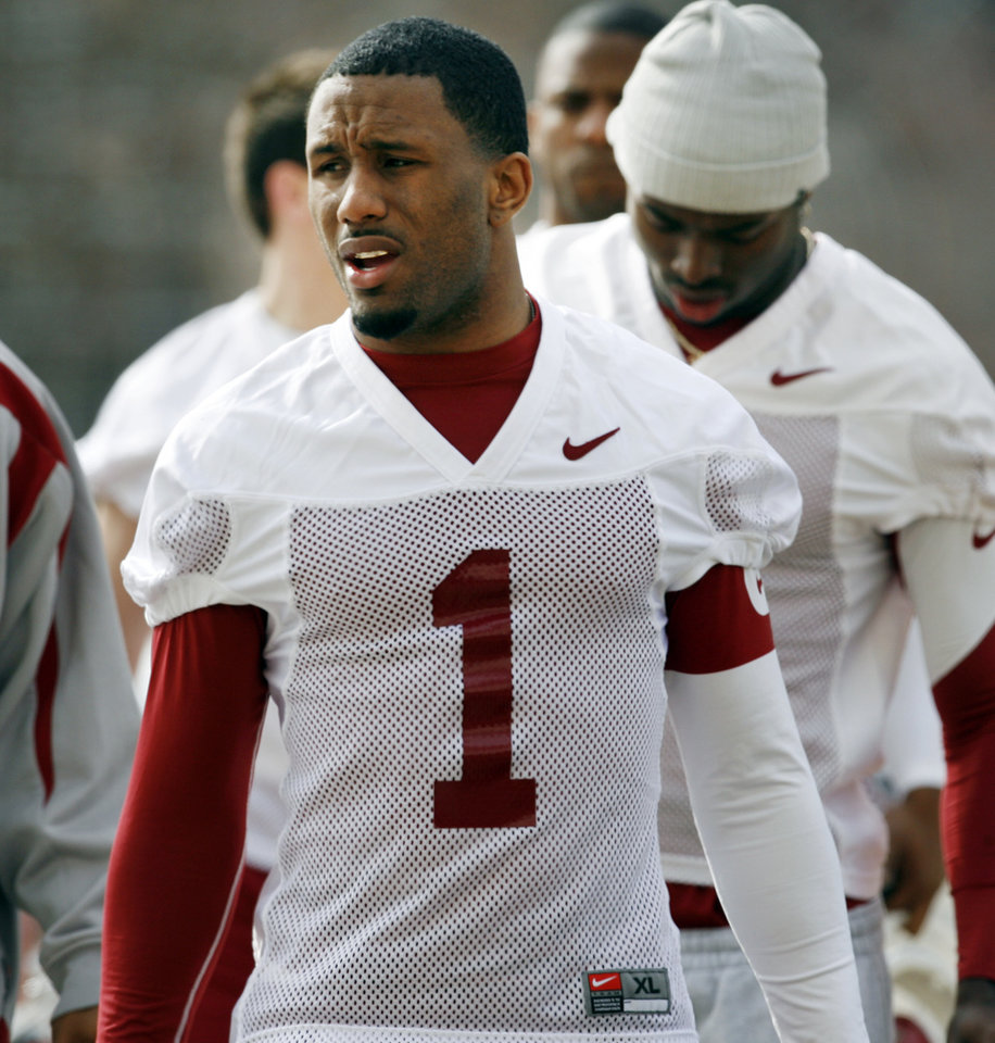 Photo - COLLEGE FOOTBALL: Dominique Franks walks to the University of Oklahoma (OU) spring football practice in Norman, Oklahoma, on Tuesday, March 3, 2009.      Photo by Steve Sisney, The Oklahoman ORG XMIT: KOD