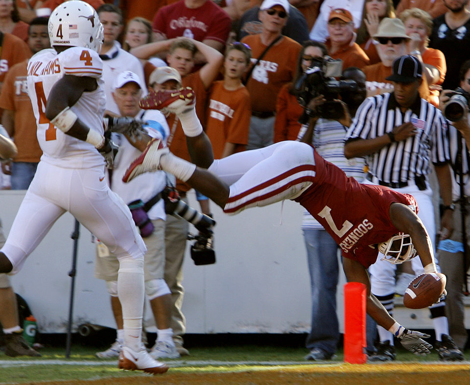 Photo - Oklahoma's DeMarco Murray (7) dives into the end zone for a touchdown in the second half of the Red River Rivalry college football game between the University of Oklahoma Sooners (OU) and the University of Texas Longhorns (UT) at the Cotton Bowl on Saturday, Oct. 2, 2010, in Dallas, Texas.   Photo by Chris Landsberger, The Oklahoman