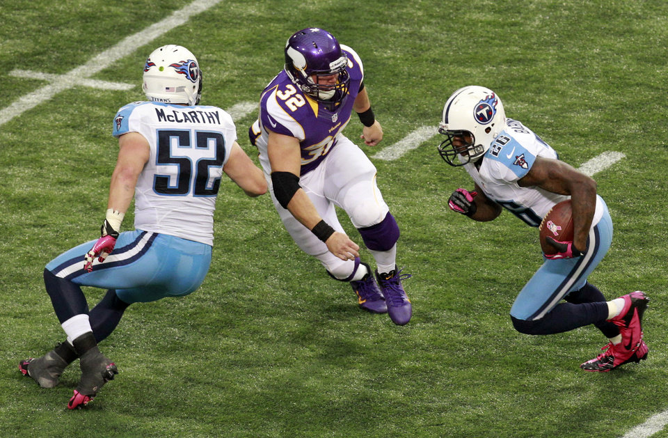 Photo -   Tennessee Titans safety Jordan Babineaux, right, runs from Minnesota Vikings running back Toby Gerhart (32) after intercepting a pass during the second half of an NFL football game on Sunday, Oct. 7, 2012, in Minneapolis. Titans linebacker Colin McCarthy (52) blocks on the play. (AP Photo/Genevieve Ross)