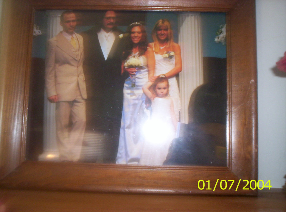 picture of a picture of course hey you can never have enough pictures.. I am the photographer of my family vickie, chris Bil and Christinas wedding.and alysia<br/><b>Community Photo By:</b> Aunt Tama<br/><b>Submitted By:</b> Tama, Midwest