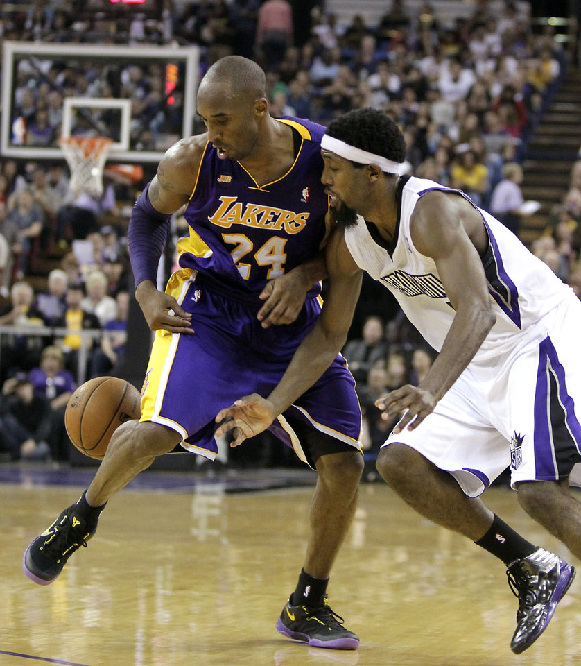 Los Angeles Lakers guard Kobe Bryant, left, and Sacramento Kings forward John Salmons scramble for a loose ball during the third quarter of an NBA basketball game in Sacramento, Calif., Saturday, March 30, 2013. The Lakers won 103-98. (AP Photo/Rich Pedroncelli)