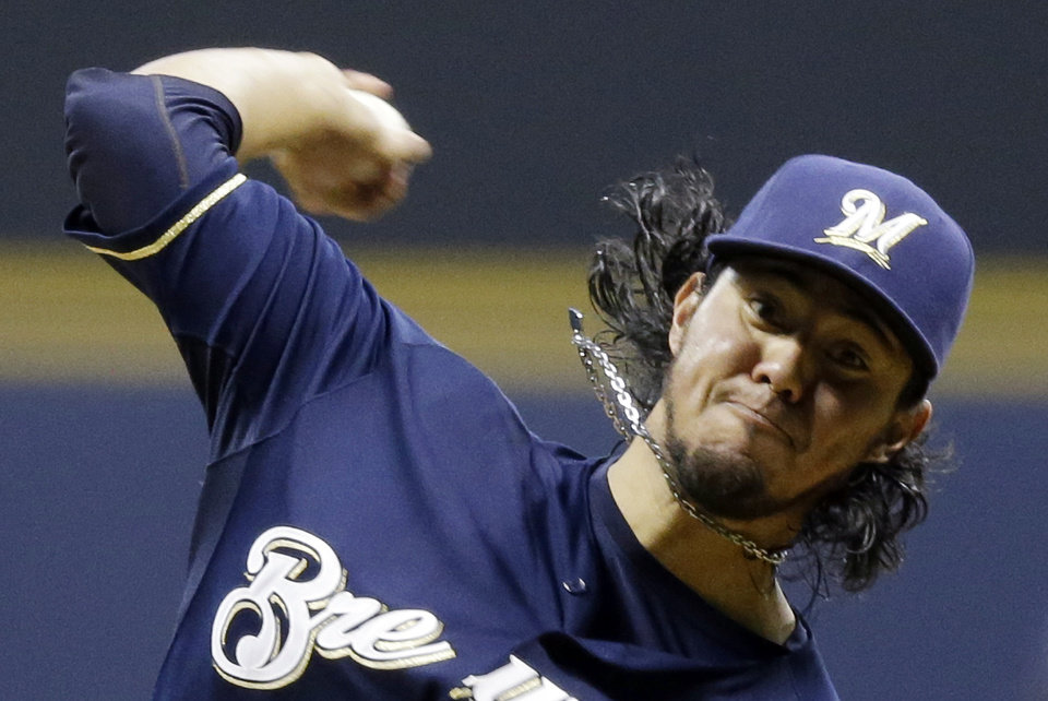Photo -   Milwaukee Brewers starting pitcher Yovani Gallardo throws during the first inning of a baseball game against the Atlanta Braves, Wednesday, Sept. 12, 2012, in Milwaukee. (AP Photo/Morry Gash)