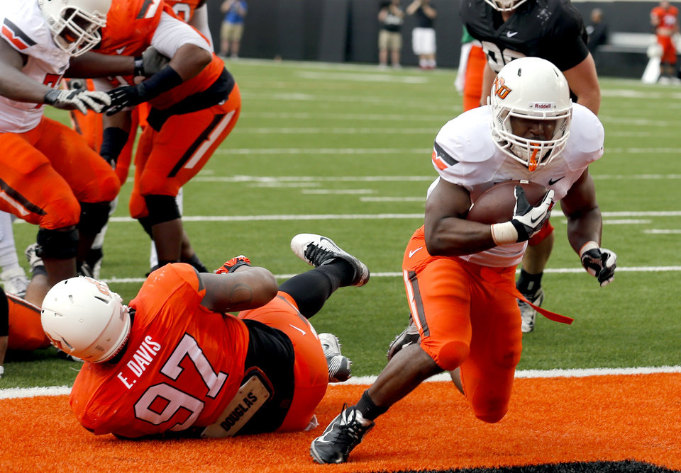 Photo - OSU's Rennie Childs scores a touchdown during the Oklahoma State University Spring football game at Boone Pickens Stadium in Stillwater, Okla., Saturday, April, 18, 2015. Photo by Sarah Phipps, The Oklahoman