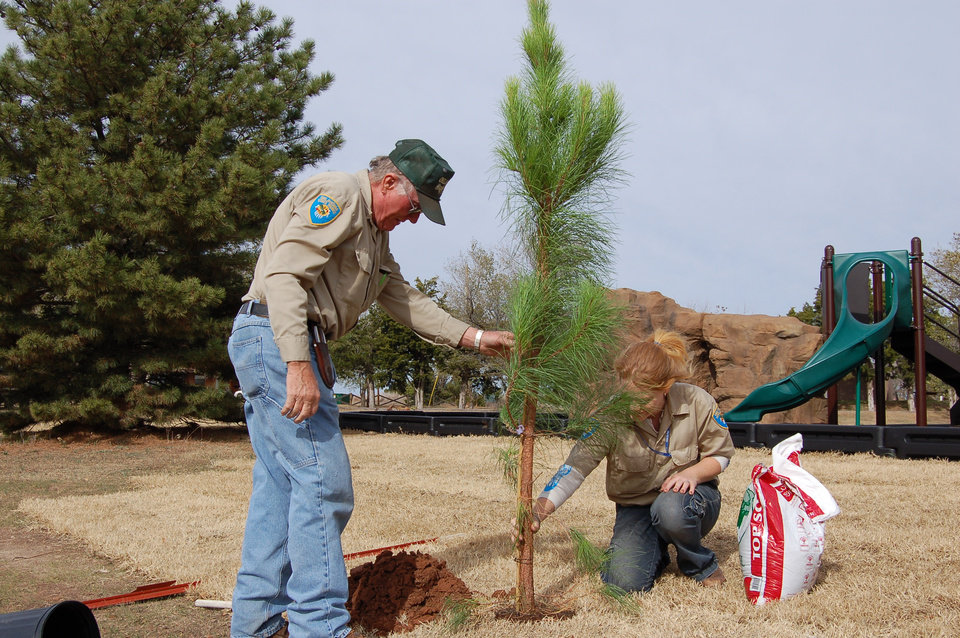 Photo - Workers plant a tree at Alabaster Caverns State Park near Freedom.  STATE TOURISM PHOTO 	ORG XMIT: 0904171703421063