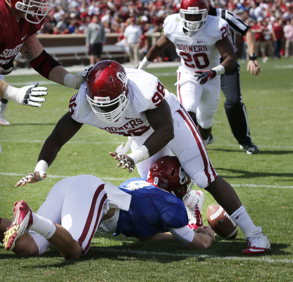 OU / UNIVERSITY OF OKLAHOMA / COLLEGE FOOTBALL: Trevor Knight chases a fumble through the legs of Chuka Ndulue (98) during the annual Spring Football Game at Gaylord Family-Oklahoma Memorial Stadium in Norman, Okla., on Saturday, April 13, 2013. The fumble was picked up by Frank Shannon (20) and carried in for a score. Photo by Steve Sisney, The Oklahoman