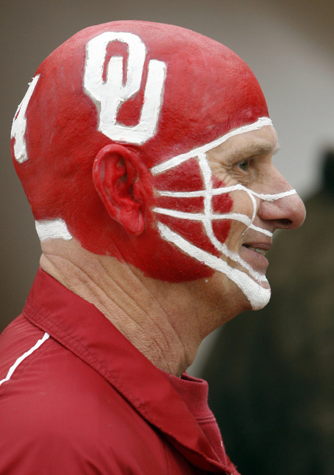 Photo - Mike Gillett of Geary, Oklahoma credits his wife with the paint job he wears to  the college football game between the University of Oklahoma Sooners (OU) and the Oklahoma State University Cowboys (OSU) at the Gaylord Family-Memorial Stadium on Saturday, Nov. 24, 2007, in Norman, Okla. 