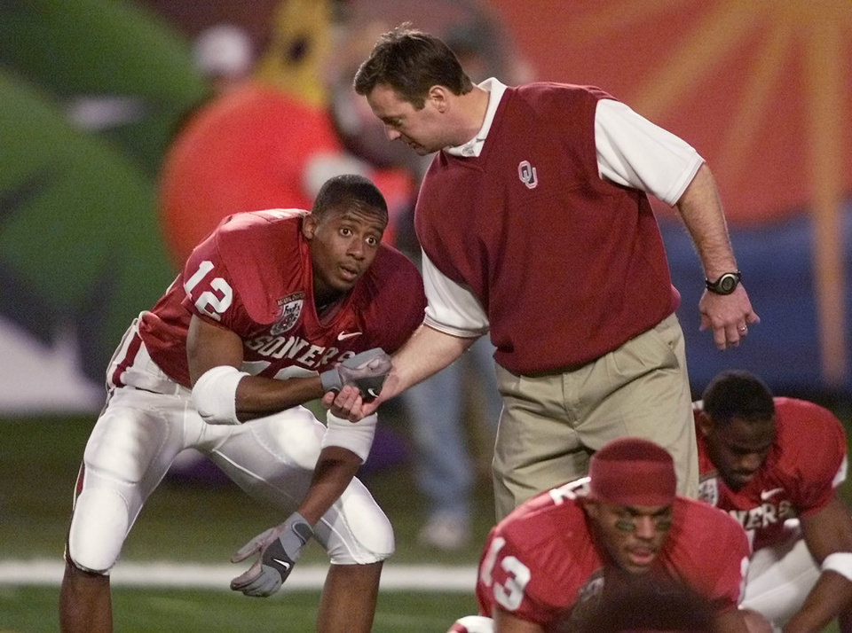 Photo - NATIONAL CHAMPIONSHIP, ORANGE BOWL, COLLEGE FOOTBALL, OU VS. FLORIDA STATE: OU Coach Bob Stoops and Curtis Fagan have a moment before the Orange Bowl.  Staff photo by Steve Sisney.