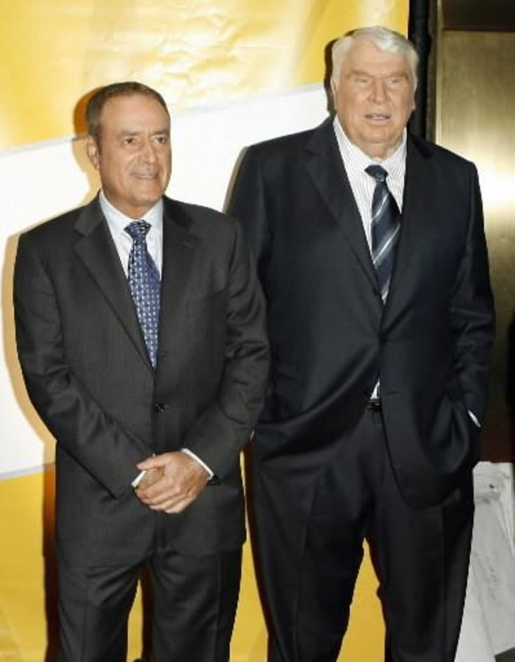 NFL presenters Al  Michaels, left, and John  Madden, right, pose during red carpet arrivals as NBC introduces its new season line-up in New York, Monday, May 15, 2006. (AP Photo/Stuart Ramson)