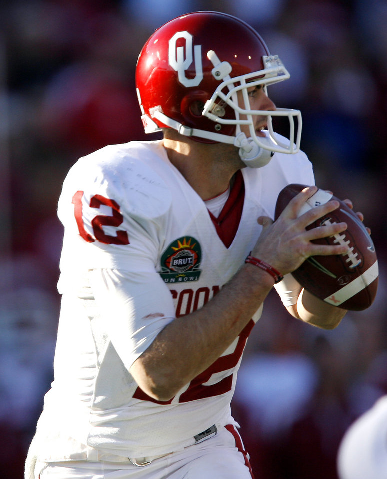 Photo - Oklahoma's Landry Jones looks to pass the ball during the second half of the Brut Sun Bowl college football game between the University of Oklahoma Sooners (OU) and the Stanford University Cardinal on Thursday, Dec. 31, 2009, in El Paso, Tex.   Photo by Chris Landsberger, The Oklahoman