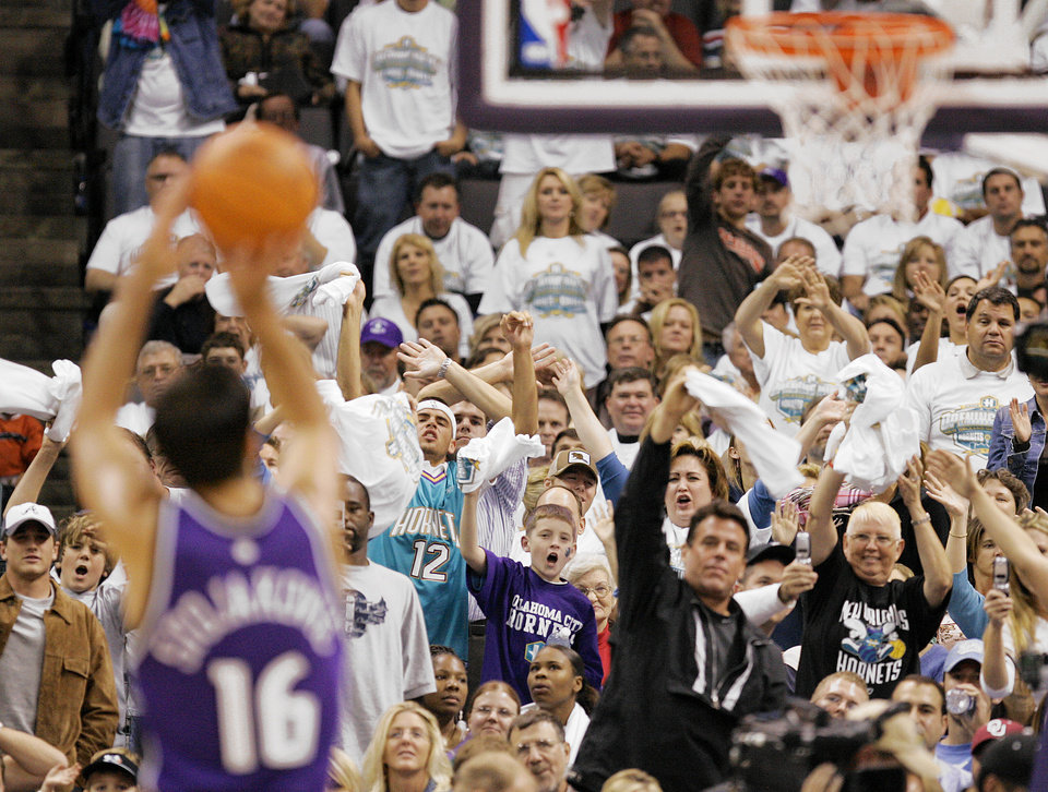 Photo - NBA BASKETBALL: Hornets fans try to distract Sacramento's Peja Stojakovic (16) as he attempts a free throw during the New Orleans/Oklahoma City Hornets season opening game against the Sacramento Kings, Tuesday, November 1,  2005, at the Ford Center, in Oklahoma City.  by Nate Billings/The Oklahoman.