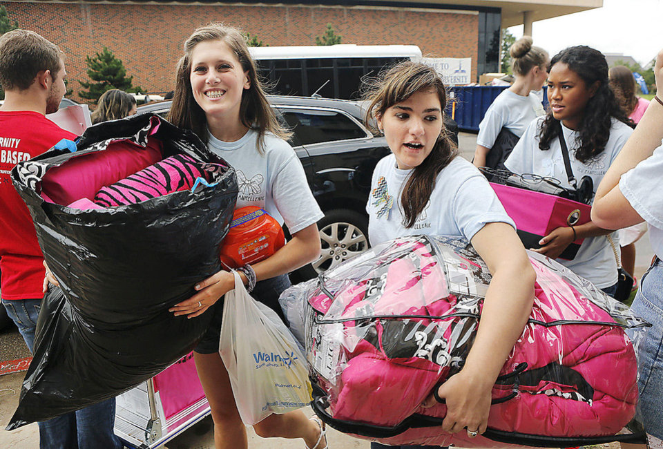 Students help a new arrival unload personal belongings from her car as she moves into Methodist Hall  on Tuesday at Oklahoma City University.  Photo  by Jim Beckel, The Oklahoman. <strong>Jim Beckel - THE OKLAHOMAN</strong>