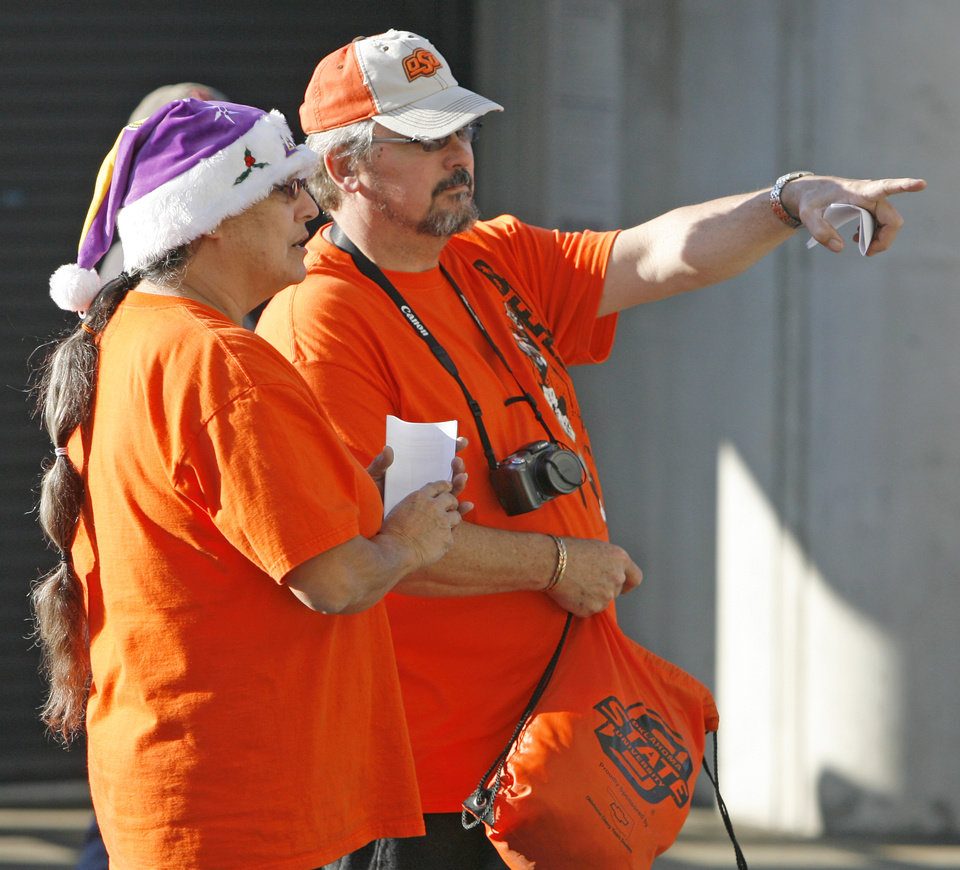 Photo - OSU fans Sue Kemp, left, and her husband, Clay Kemp, of Moore, Okla., survey the inside of the stadium before the Holiday Bowl college football game between Oklahoma State and Oregon at Qualcomm Stadium in San Diego, Tuesday, Dec. 30, 2008. PHOTO BY NATE BILLINGS, THE OKLAHOMAN
