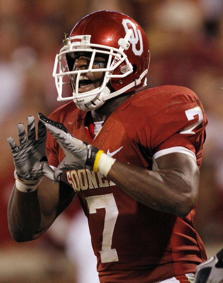 Photo - Oklahoma's DeMarco Murray (7) reacts after scoring a touchdown against Utah State during the second half of the college football game between the University of Oklahoma Sooners (OU) and Utah State University Aggies (USU) at the Gaylord Family-Oklahoma Memorial Stadium on Saturday, Sept. 4, 2010, in Norman, Okla.   Photo by Chris Landsberger, The Oklahoman