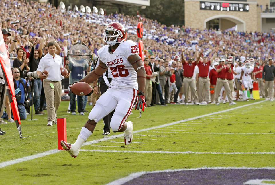 Photo - Oklahoma's Damien Williams (26) scores during a college football game between the University of Oklahoma Sooners (OU) and the Texas Christian University Horned Frogs (TCU) at Amon G. Carter Stadium in Fort Worth, Texas, Saturday, Dec. 1, 2012. Oklahoma won 24-17. Photo by Bryan Terry, The Oklahoman