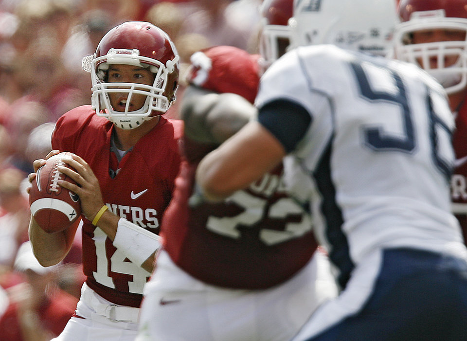 Photo - Oklahoma quarterback Sam Bradford (14) looks to pass the ball against Utah State in the first half during the University of Oklahoma Sooners (OU) college football game against the Utah State University Aggies (USU) at the Gaylord Family -- Oklahoma Memorial Stadium, on Saturday, Sept. 15, 2007, in Norman, Okla.     By JAMES PLUMLEE, The Oklahoman  ORG XMIT: KOD