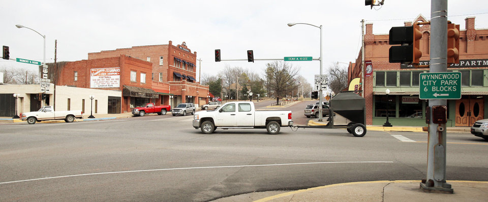 Right: Vehicles travel through the downtown Wynnewood intersection of Robert S. Kerr Blvd. and Dean A. McGee Ave.  PHOTOS BY STEVE SISNEY,  THE OKLAHOMAN