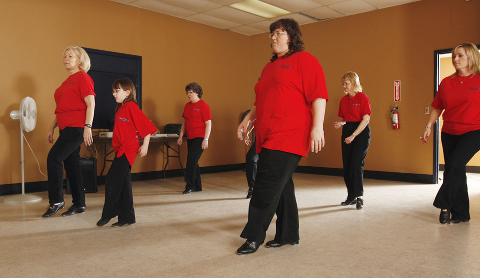 Linda Jones (left) teaches clogging through the Norman Parks and Recreation Department at Whittier Recreation Center in Norman, Oklahoma on Tuesday, April 17, 2007.  Students left to right are Leah Thompson, Edna Hines, Regina McNabb, Evelyn Smith and Angela Thompson.  Photo by Steve Sisney, The Oklahoman