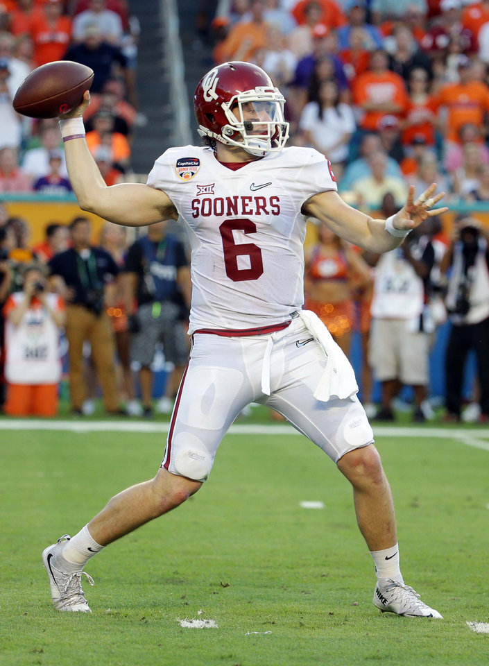 Photo - Oklahoma quarterback Baker Mayfield might have the option of playing elsewhere after the 2016 season. (AP Photo)