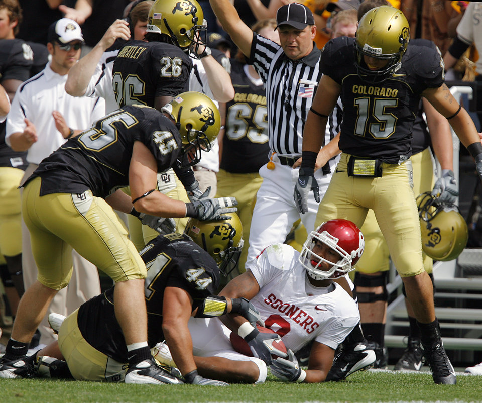 The Colorado defense stand over Oklahoma\'s Juaquin Iglesias (9) after the Buffaloes stopped the Sooners on thrid down during the first half of the college football game between the University of Oklahoma Sooners (OU) and the University of Colorado Buffaloes (CU) at Folsom Field on Saturday, Sept. 28, 2007, in Boulder, Co. By CHRIS LANDSBERGER, The Oklahoman