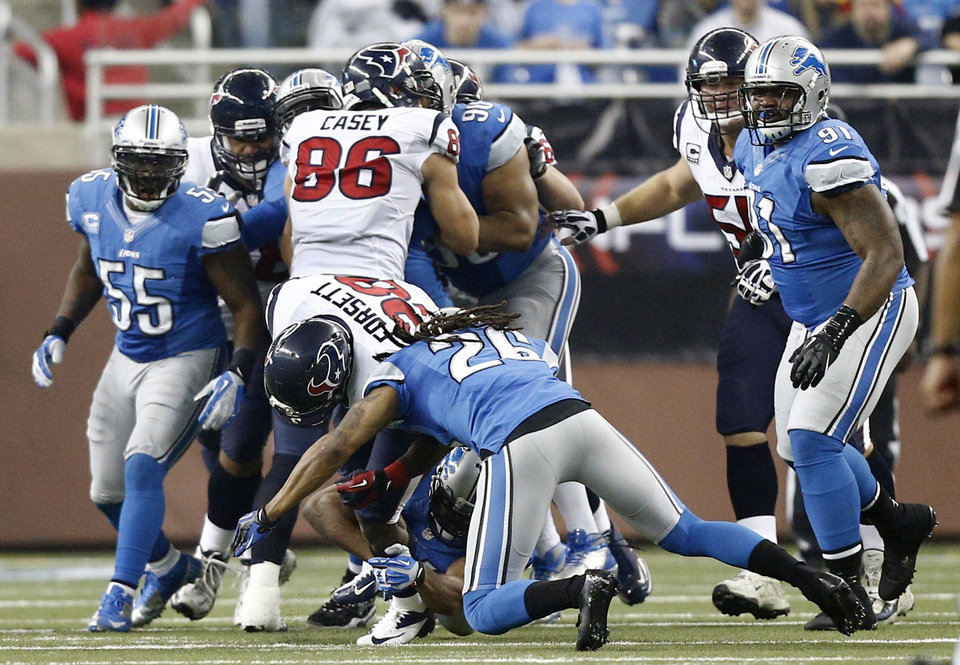 Photo -   Houston Texans running back Justin Forsett (28) runs into Detroit Lions free safety Louis Delmas (26) during an 81-yard touchdown run in the third quarter of an NFL football game at Ford Field in Detroit, Thursday, Nov. 22, 2012. (AP Photo/Rick Osentoski)