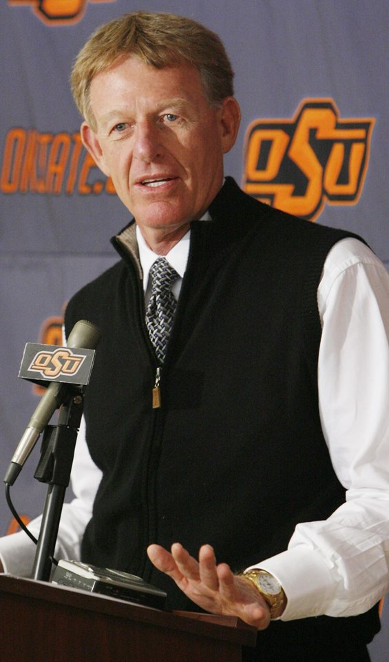 Photo - DONATE / DONATION: Mike Holder, OSU athletic director, discusses a $63 million gift by T. Boone Pickens to OSU at Oklahoma State University in Stillwater, Okla., Monday, October 27, 2008. BY NATE BILLINGS, THE OKLAHOMAN  ORG XMIT: KOD