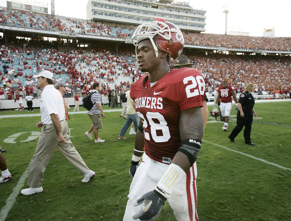 Photo - RED RIVER RIVALRY: Oklahoma running back Adrian Peterson (28) walks off the field after the University of Oklahoma Sooners (OU) lost 28-10 in their college football game against the University of Texas (UT), in the Red River Shootout at the Cotton Bowl, on Saturday, Oct. 7, 2006, in Dallas, Texas.   by Chris Landsberger, The Oklahoman  ORG XMIT: KOD