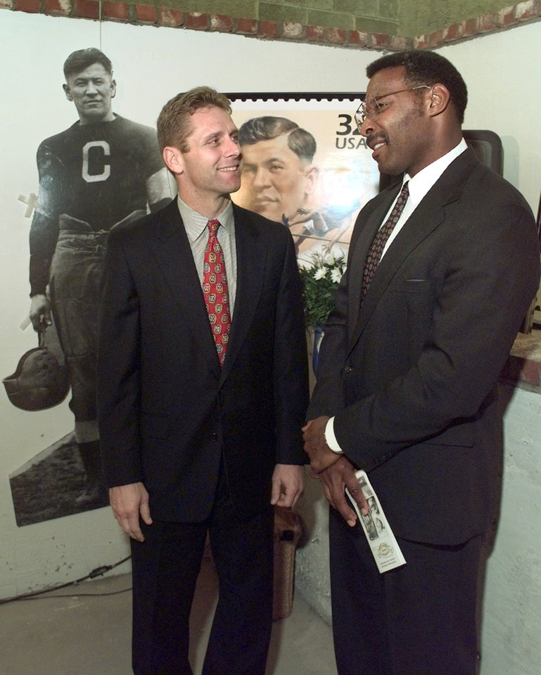 Steve Largent & Lee Roy Selmon speak prior to Oklahoma Sports Museum banquet.