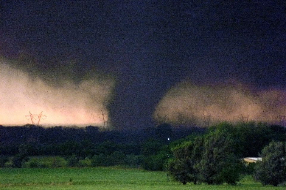 May 3, 1999, Oklahoma City Tornado:  Tornado passing Pennsylvania near SW 134th St.  Staff Photo by Paul Hellstern