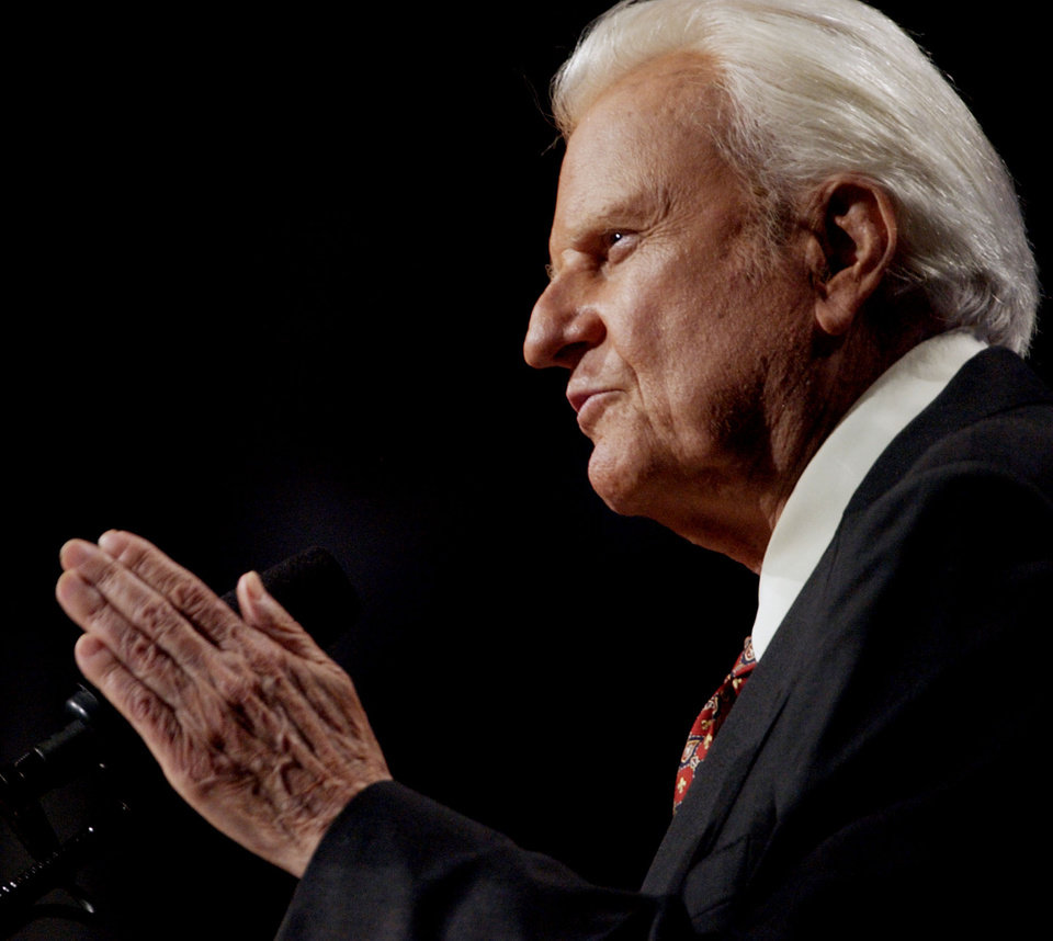 Photo - Oklahoma City, Sun., June 15, 2003.  Billy Graham delivers his message to the crowd during the last day of Mission Oklahoma City with the Rev. Billy Graham at the Ford Center.   Staff photo by Bryan Terry