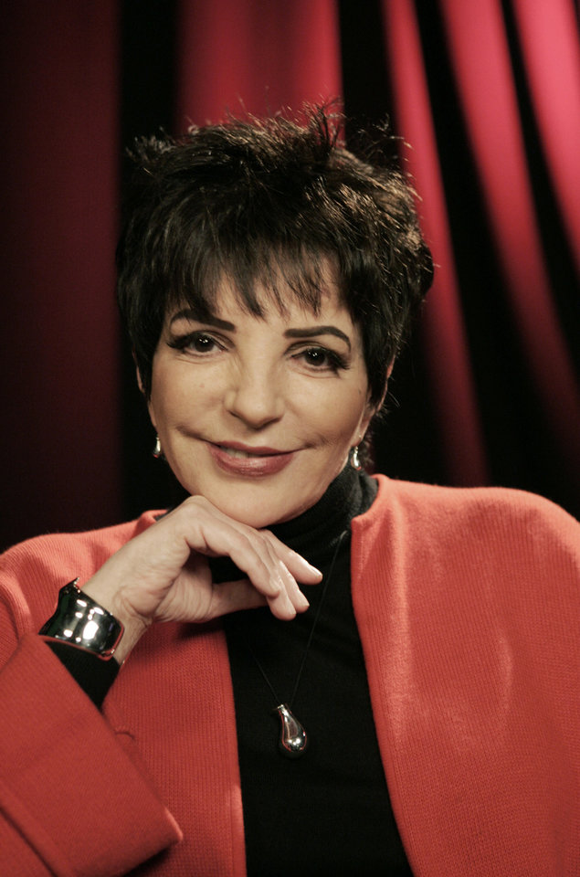 FILE - In this Nov. 19, 2009 file photo, performer Liza Minnelli poses for a portrait in New York.  (AP Photo/Jeff Christensen) ORG XMIT: NYET850