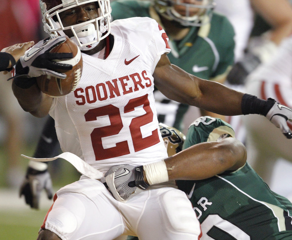 Photo - Roy Finch (22) scores during the first half of the college football game between the University of Oklahoma Sooners (OU) and the Baylor Bears (BU) at Floyd Casey Stadium on Saturday, November 20, 2010, in Waco, Texas.   Photo by Steve Sisney, The Oklahoman