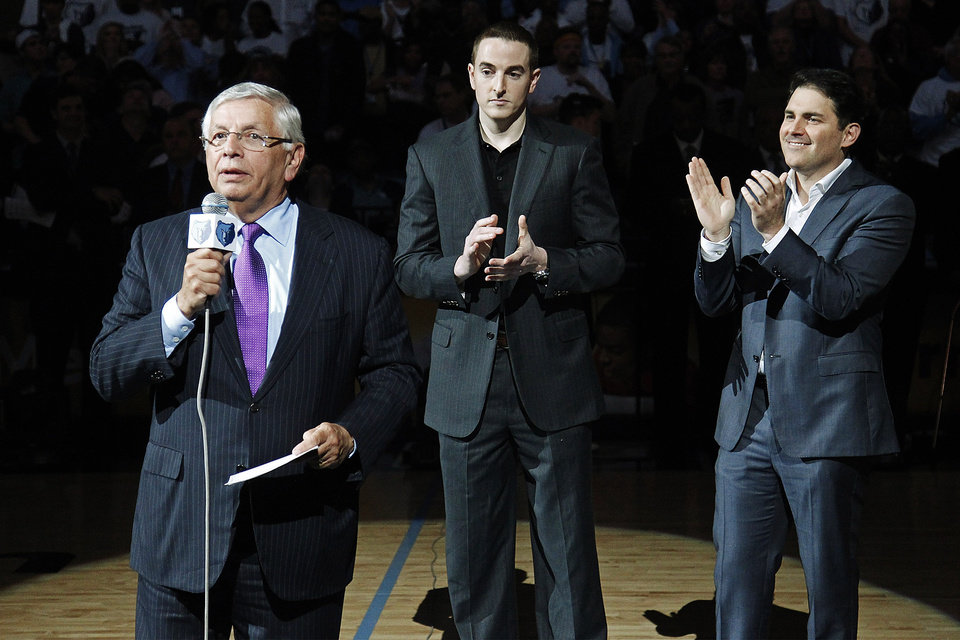 NBA Commissioner David Stern, left, introduces new Memphis Grizzlies chairman Robert J. Pera, center, and new CEO Jason Levien to fans during a ceremony at the Grizzlies\' opening night NBA basketball game against the Utaz Jazz in Memphis, Tenn., Monday, Nov. 5, 2012. (AP Photo/Lance Murphey)