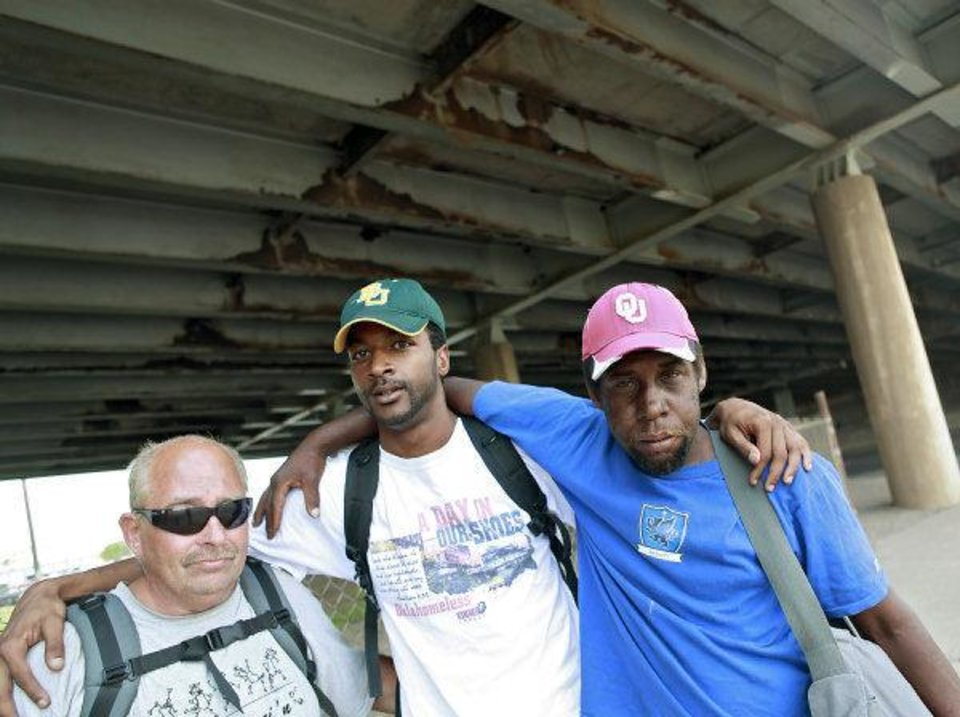 Photo - Antwone Taulton, center, poses with Terry Potts, left, and Ralph