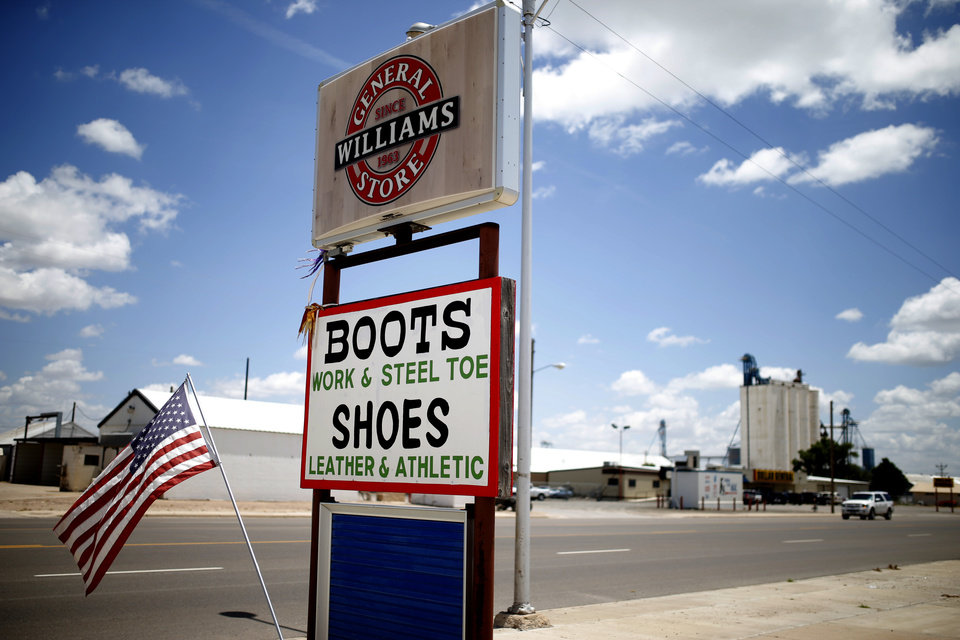 Photo - A sign for Williams General Store is seen in Muleshoe, Texas, hometown of Oklahoma's offensive coordinator Lincoln Riley, on Thursday, June 25, 2015. Photo by Bryan Terry, The Oklahoman