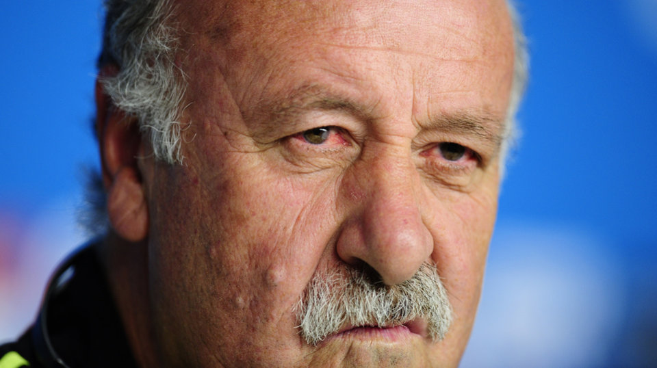 Photo - Spain's head coach Vicente del Bosque speaks during during an official press conference the day before the group B World Cup soccer match between Spain and Australia at the at the Arena da Baixada stadium in Curitiba, Brazil, Sunday, June 22, 2014. Spain will play in group B of the Brazil 2014 World Cup. (AP Photo/Manu Fernandez)