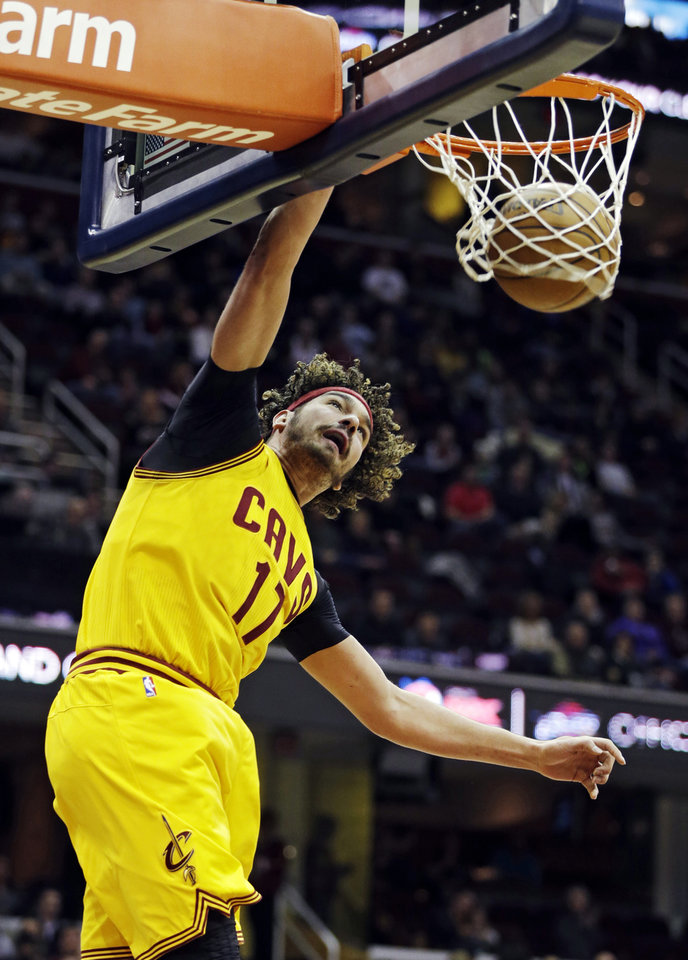 Photo - Cleveland Cavaliers' Anderson Varejao, of Brazil, dunks against the Chicago Bulls in the first quarter of an NBA basketball game Wednesday, Jan. 22, 2014, in Cleveland. (AP Photo/Mark Duncan)