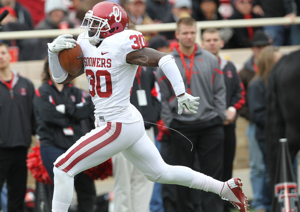 Oklahoma's Javon Harris returns an interception for a touchdown against Texas Tech during an NCAA college football game in Lubbock, Texas, Saturday, Oct. 6, 2012. (AP Photo/Lubbock Avalanche-Journal, Stephen Spillman) LOCAL TV OUT