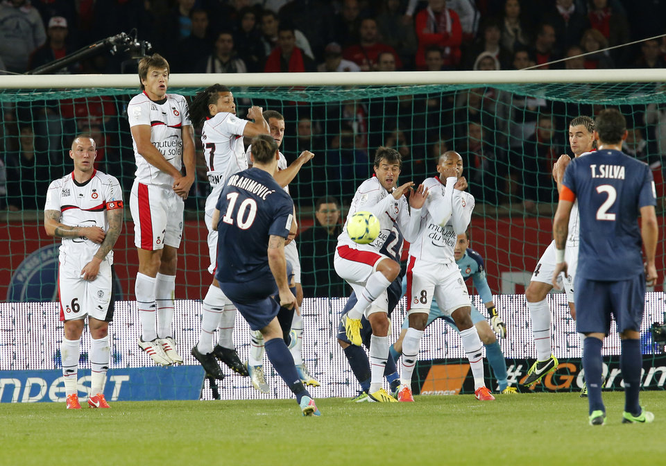 Paris Saint Germain's Zlatan Ibrahimovic, center, shoots toward the goal during their French League One soccer match against OGC Nice, Sunday, April 21, 2013, in Parc des Princes stadium, in Paris, France. (AP Photo/Jacques Brinon)