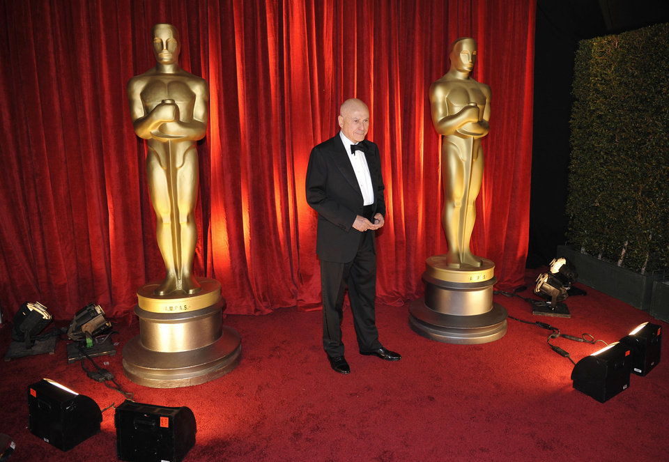 Photo - Alan Arkin arrives at the 81st Academy Awards Sunday, Feb. 22, 2009, in the Hollywood section of Los Angeles. (AP Photo/Chris Carlson) ORG XMIT: CADC189