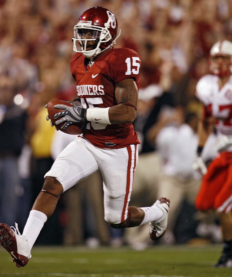 Photo - Oklahoma's Dominique Franks (15) returns an interception for a touchdown during the first half of the college football game between the University of Oklahoma Sooners (OU) and the University of Nebraska Huskers (NU) at the Gaylord Family -- Oklahoma Memorial Stadium, on Saturday, Nov. 1, 2008, in Norman, Okla.   BY STEVE SISNEY, THE OKLAHOMAN  ORG XMIT: KOD