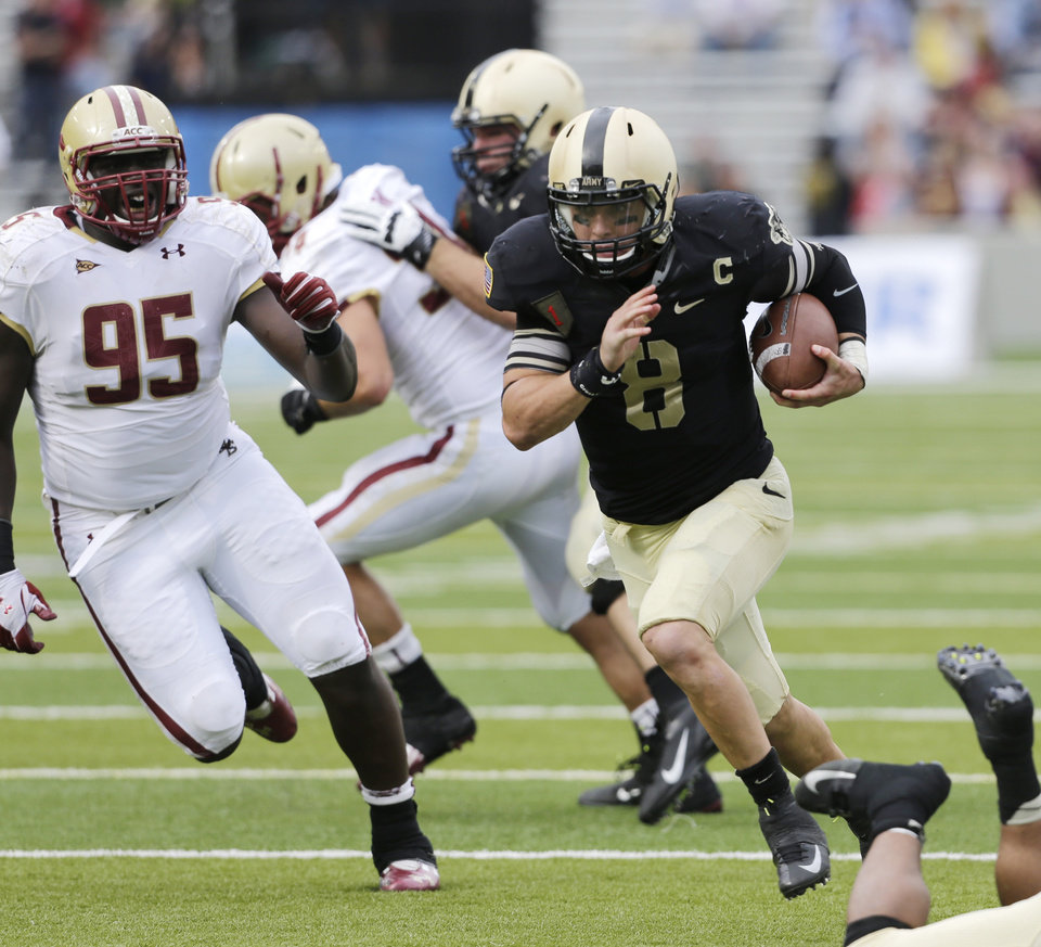 Photo -   Army quarterback Trent Steelman (8) scores the game-winning touchdown past Boston College defensive lineman Dominic Appiah (95) during the second half of an NCAA college football game Saturday, Oct. 6, 2012, in West Point, N.Y. Army won, 34-31. (AP Photo/Mike Groll)
