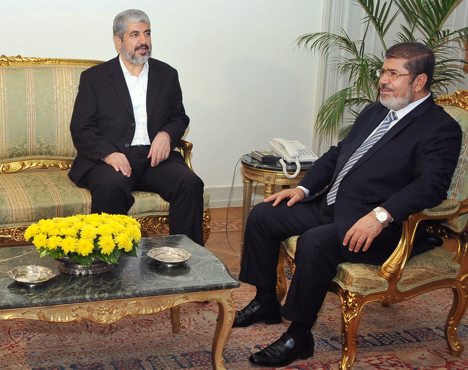 Photo -   In this image provided by the Egyptian President, Hamas leader Khaled Mashaal, left, meets with Egyptian President Mohammed Morsi at the Presidential Palace in Cairo, Sunday, Nov. 18, 2012. About 500 Egyptian activists have crossed into Gaza to deliver medical supplies and show support for Palestinians facing an Israeli offensive. Morsi, comes from the Muslim Brotherhood, the parent group of Hamas and has met with Hamas leaders in Cairo. (AP Photo/Egyptian Presidency)
