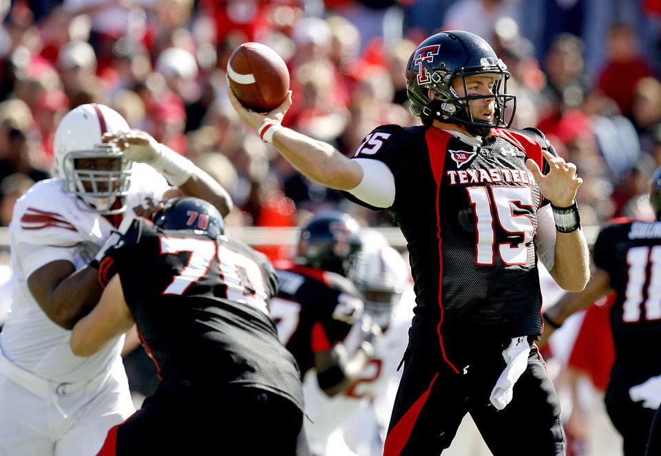 Texas Tech's Taylor Potts throws a pass during the college football game between the University of Oklahoma Sooners (OU) and Texas Tech University Red Raiders (TTU ) at Jones AT&T Stadium in Lubbock, Texas, Saturday, Nov. 21, 2009. Photo by Bryan Terry, The Oklahoman