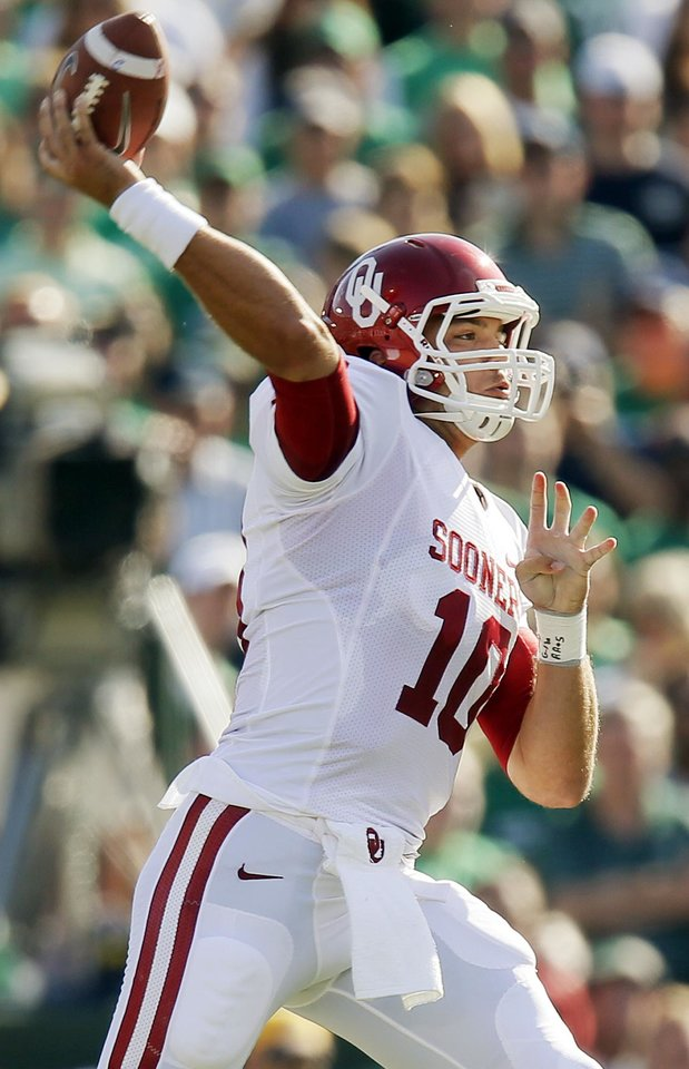 Photo - Oklahoma's Blake Bell (10) passes during a college football game between the University of Oklahoma Sooners (OU) and the Notre Dame Fighting Irish at Notre Dame Stadium in South Bend, Ind., Saturday, Sept. 28, 2013. Photo by Nate Billings, The Oklahoman