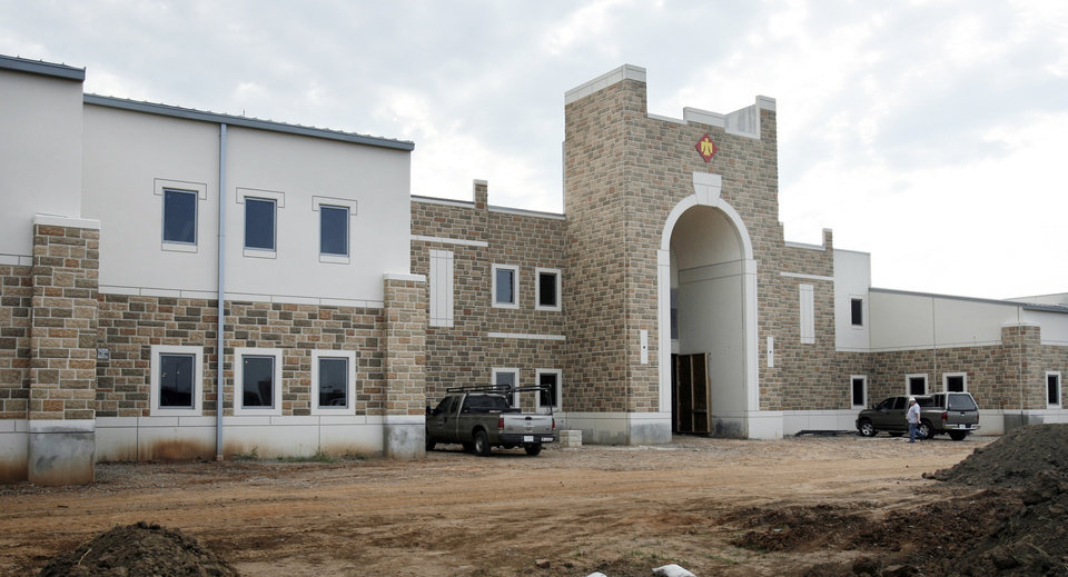 Photo - BUILDING EXTERIOR: The Armed Forces Reserve Center in Norman, Okla. on Wednesday, September 9, 2009. By Steve Sisney, The Oklahoman ORG XMIT: KOD