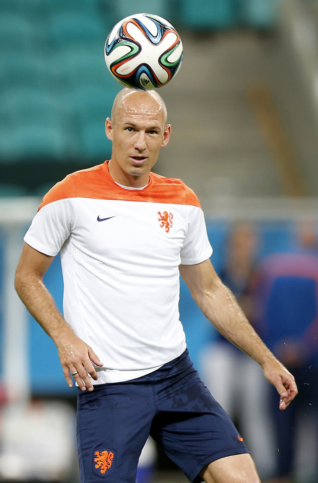 Photo - Netherlands' Arjen Robben during a training session the day before the group B World Cup soccer match between Spain and the Netherlands at the Arena Ponte Nova in Salvador, Brazil, Thursday, June 12, 2014. (AP Photo/Wong Maye-E)