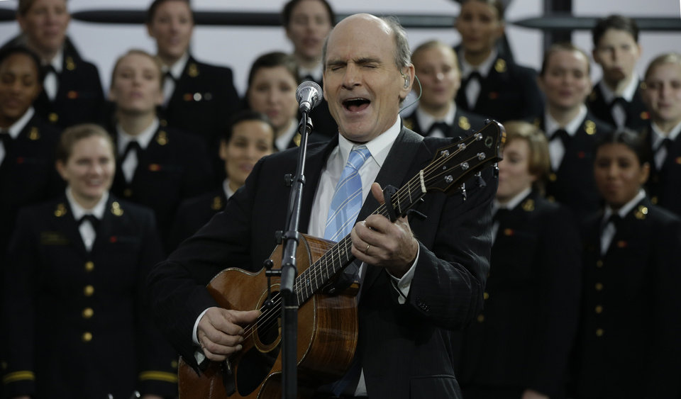 Photo - James Taylor sings his song