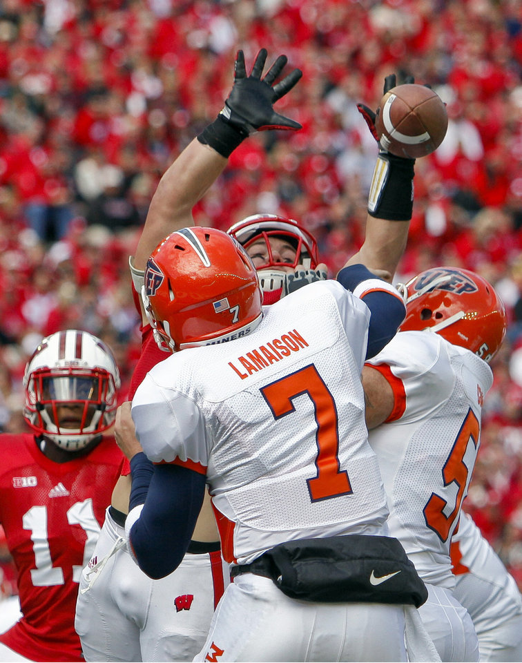 Photo -   Wisconsin linebacker Chris Borland, top, blocks a pass by UTEP quarterback Nick Lamaison (7) during the first half of an NCAA college football game Saturday, Sept. 22, 2012, in Madison, Wis. (AP Photo/Andy Manis)