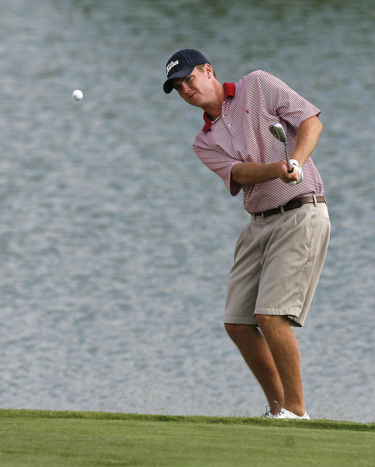 Tulsa golfer Robbie Laird chips a shot toward the 9th hole during the Oklahoma State Amateur Golf Tournament at Gaillardia Golf Club in Oklahoma City, OK, Monday, July 15, 2008. BY PAUL HELLSTERN, THE OKLAHOMAN