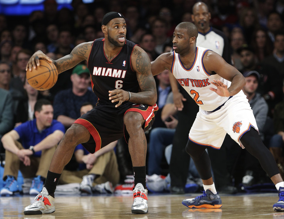 Photo - New York Knicks' Raymond Felton (2) defends against Miami Heat's LeBron James (6) during the first half of an NBA basketball game on Thursday, Jan. 9, 2014, in New York. (AP Photo/Frank Franklin II)